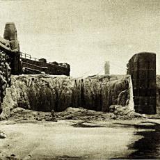 Zamrzlý vodopád pod Štefánikovým mostem