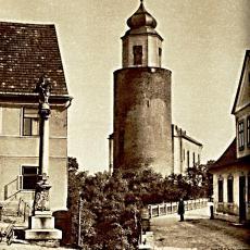 Kostel s hradní věží v Žulové