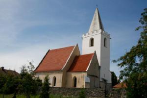 Kostel sv. Václava ve Starých Ždánicích náleží do skupiny kostelů se zděnou helmicí věže