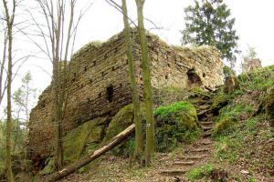 Na slovanském hradišti stojí Chudý hrádek