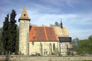 Kostel sv.Linharta dominuje obci  Lidéřovice
