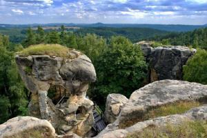Skalní hrad Rotštejn pamatuje i Přemyslovce, jeho zřícenina vybízí k návštěvě