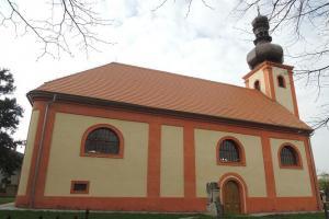 Kostel sv. Martina v Rostoklatech měl i obrannou funkci