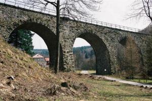 Viadukt v Kryštofově údolí-Novině je významná technická památka konce 19. století