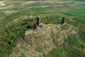 Dominantou Českého Středohoří je zřícenina hradu Házmburk