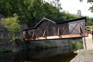 V Bystré nad Jizerou stojí unikátní dřevěný silniční krytý most