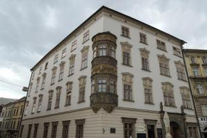 Hauenschildův palác hostil pruského císaře Fridricha II. a mladého Wolfganga Amadea Mozarta