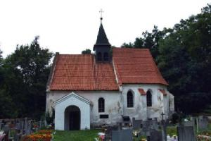 Kostel sv. Klimenta na Práchni stojí v areálu někdejšího přemyslovského hradiště