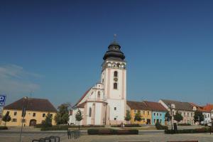 Kostel sv. Matěje vytváří charakteristickou dominantu Bechyně