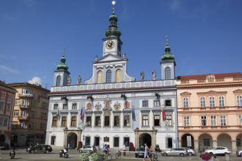 Radnice v Českých Budějovicích je dílem Antonína E. Martinelliho