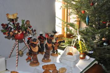 Co se objevovalo na Štědrý den pod stolem za vlády Karla IV. a co dnes?