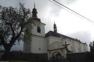 Křečovický kostel zdobí záhadná plastika slunce