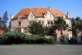 Na zámku Vrchotovy Janovice  u baronky Sidonie Nádherné se scházely významné osobnosti