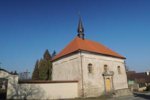 Kostel sv. Jana Křtitele je jednoduchá barokní stavba