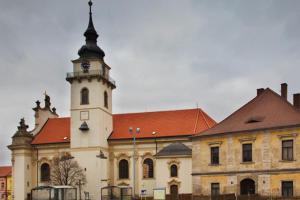 Kostel sv. Bartoloměje představuje jeden z nejkrásnějších příkladů slohové vyhraněnosti