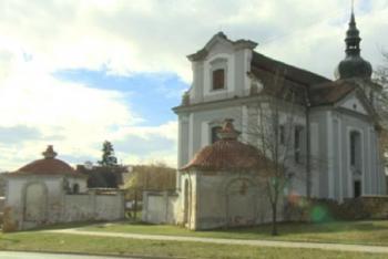 Kostel sv. Vojtěcha ve Vejprnicích stojí na místě středověké tvrze