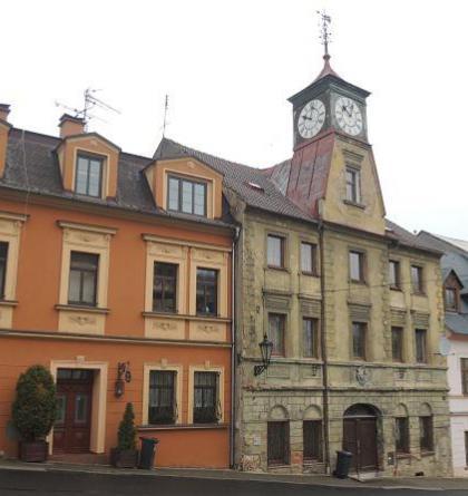 Radnice v Krupce slouží nyní k bytovým účelům