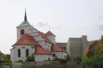 Kostel sv.Gotharda v Brozanech má hned čtyři stavební slohy