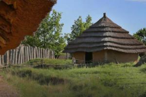 Unikátní rozšířená realita obohatí zážitek z pravěké vesnice ve Všestarech