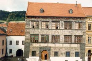 Stará radnice v Prachaticích patří ke skvostům české renesanční architektury
