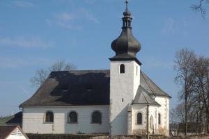 Kostel ve Starém Sedle skrývá hrobku Švamberků