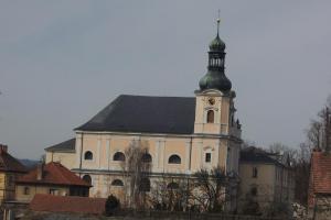 Klášter Obořiště s kostelem sv. Josefa byl založen z daru Tomáše Pešiny z Čechorodu
