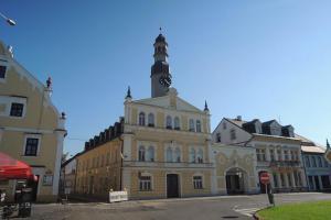 Radnice v Chrastavě je dominantou náměstí