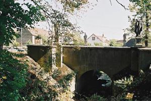 Barokní silniční most v Čimelicích zdobí sochy Jana Hammera