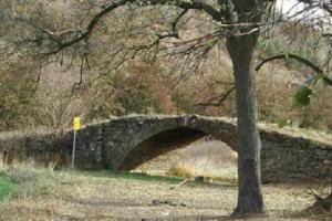 Pod Kněží Horou stojí na suchu most