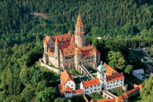 Hrad Bouzov je romantický skvost střední Moravy