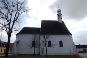 Kostel sv. Václava v Lomnici nad Lužnicí byl původně hradní kaplí