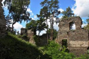Hrad Frejštejn byl součástí pevnostní linie hradů chránících českou hranici