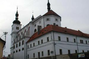 Kostel sv. Ignáce z Loyoly a sv. Františka Xaverského nechal postavit Přibík Jeníšek z Újezda