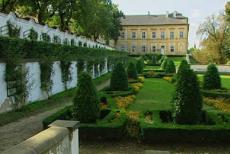 Zámeckou zahradu v Duchcově založil arcibiskup Jan Bedřich z Valdštejna