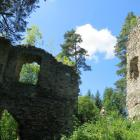 Kolem hradu Louzek vedla zemská kupecká stezka z Horního Rakouska do Čech