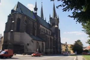 Kostel Nanebevzetí Panny Marie je dominantou náměstí v Chrudimi