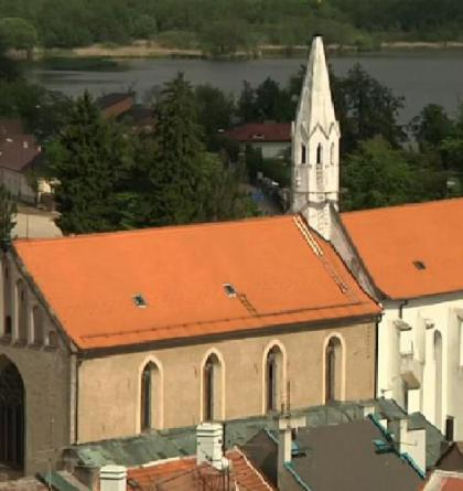 V kostele sv. Jana Křtitele najdete cyklus unikátních maleb apoštolů, ale i čerty a neřesti