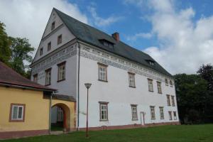 Zámek v Horní Branné přežil i třicetiletou válku, dnes je v něm muzeum