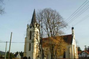 Dominantou obce Vrčeň je kostel sv. Vavřince