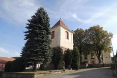 Kostel sv.Jakuba v Čechticích má nezvykle vzdálenou zvonici