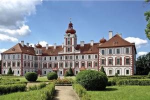 Zámek Mnichovo Hradiště je mimořádně cenný soubor vrcholně barokní architektury