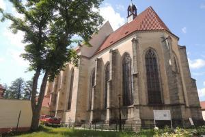 Kostel Nanebevzetí Panny Marie v Blatné je zajímavou ukázkou gotické architektury