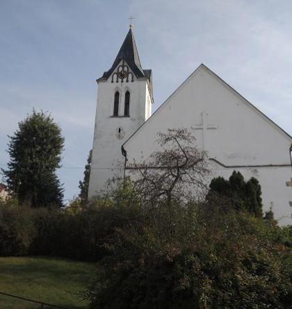 Kostel sv.Bartoloměje tvoří dominantu Trhového Štěpánova