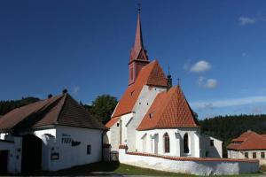 Kostel sv.Jana Křtitele patří k velmi významným stavbám pozdně gotického stavitelství