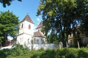 Kostel sv. Jiří v Hradci stojí na akropoli slovanského hradiště