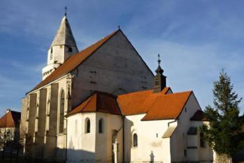 Kostel sv. Wolfganga v Hnánicích je významným dokladem sakrální architektury
