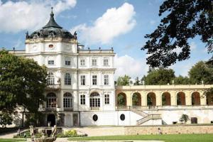 Zámek Ploskovice byl letním sídlem posledního korunovaného českého krále