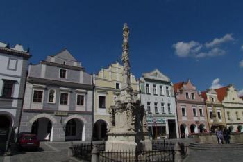 Mariánský sloup v Třeboni je ozdobou Masarykova náměstí