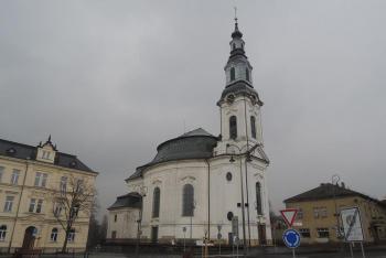 Kostel Nanebevzetí Panny Marie je dominantou města Nového Boru