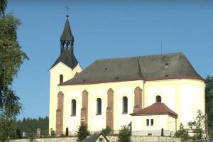 Kostel sv.Bartoloměje v Batňovicích je dominantou obce